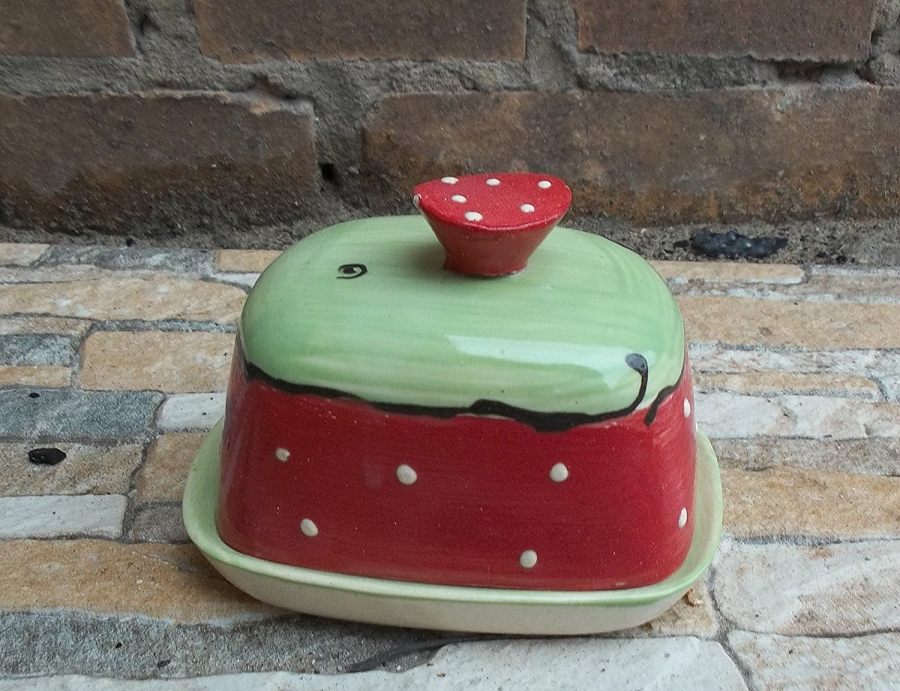 kleine butterdose f r 125g butter in erdbeere butter butterdose mangel. Black Bedroom Furniture Sets. Home Design Ideas
