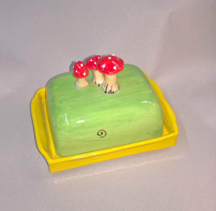 butterdose butterglocke f r 250g mit pilzen butterdose pilzen handarbeit. Black Bedroom Furniture Sets. Home Design Ideas